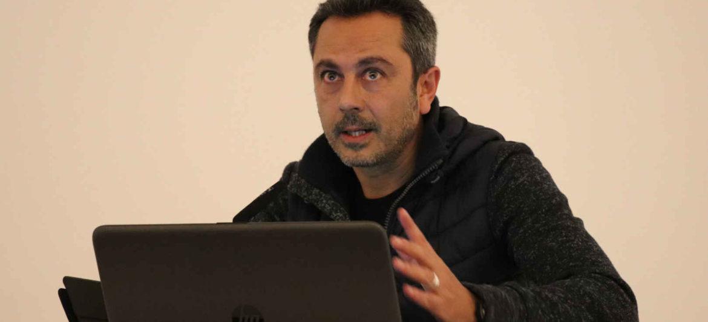 David Gironés expone el proyecto de la Milagrosa en la Semana Pedagógica de Ontinyent