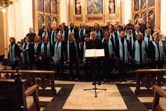 El 150 aniversario empieza con un concierto de la Coral que llenó Santa María
