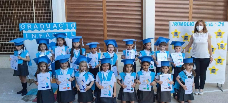 L'alumnat d'infantil 5 anys del col·legi La Milagrosa es gradua